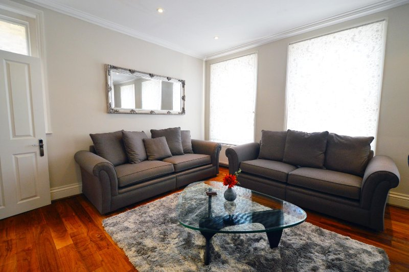 Albert Bridge Apartments - 3Bed2Bath Townhouse (2) - Image 1 - London - rentals