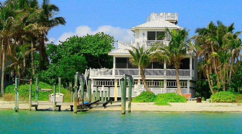 Pelican Brief right on the beach - Image 1 - Captiva Island - rentals