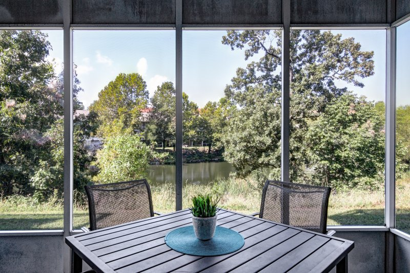 Enjoy a nice cup of coffee in the morning in your screened-in patio. - Relaxing family escape w/pools, wifi, patio, more! - Branson - rentals