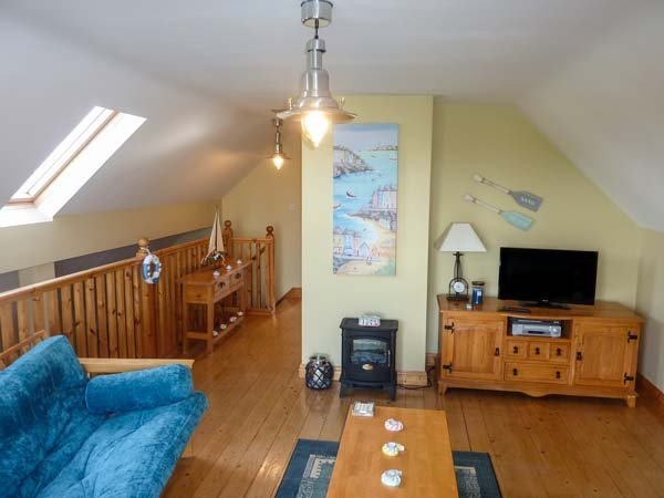 6 LIOS NA SIOGA, pet-friendly cottage with balcony, close to beach and amenities, near Belmullet, Ref 921358 - Image 1 - Belmullet - rentals