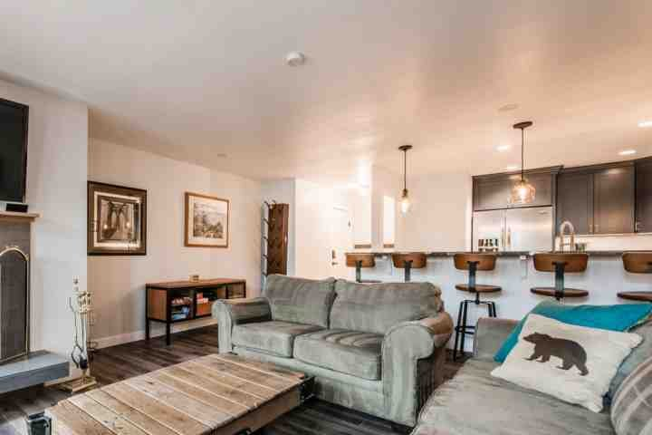 The modern living room also has floor to ceiling windows, allowing for lots of natural sunlight to fill the room. - Silvertown 3 Bedroom Park City Summit - Park City - rentals