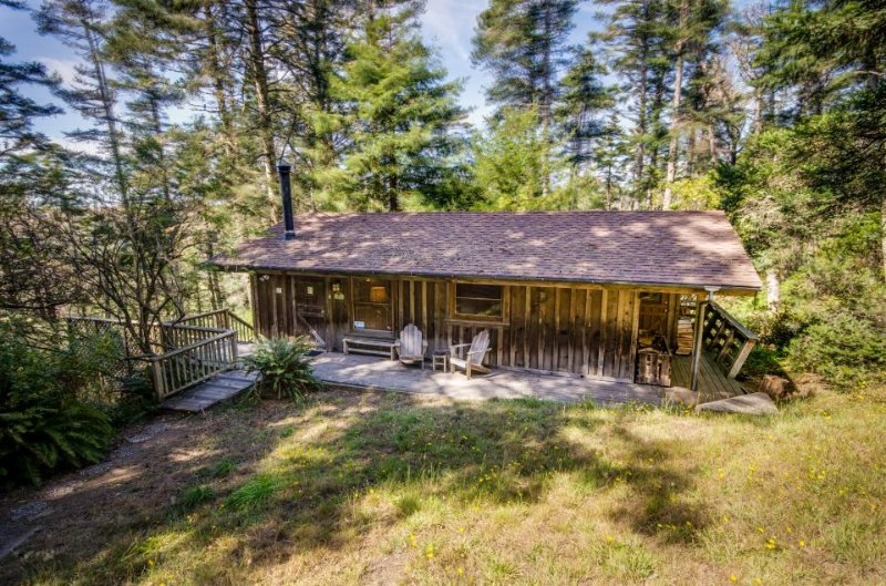 Dog-friendly home w/private hot tub & spectacular ocean views - close to beach! - Image 1 - Elk - rentals
