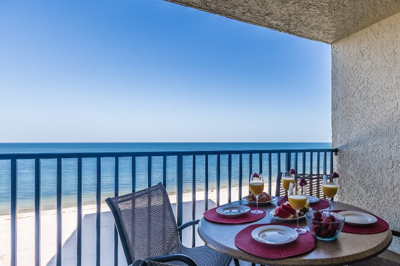Ahh...breakfast on your private beachfront balcony. - 10% off any 2016 Weeks - Beachfront 2 bed/2bath - Marco Island - rentals