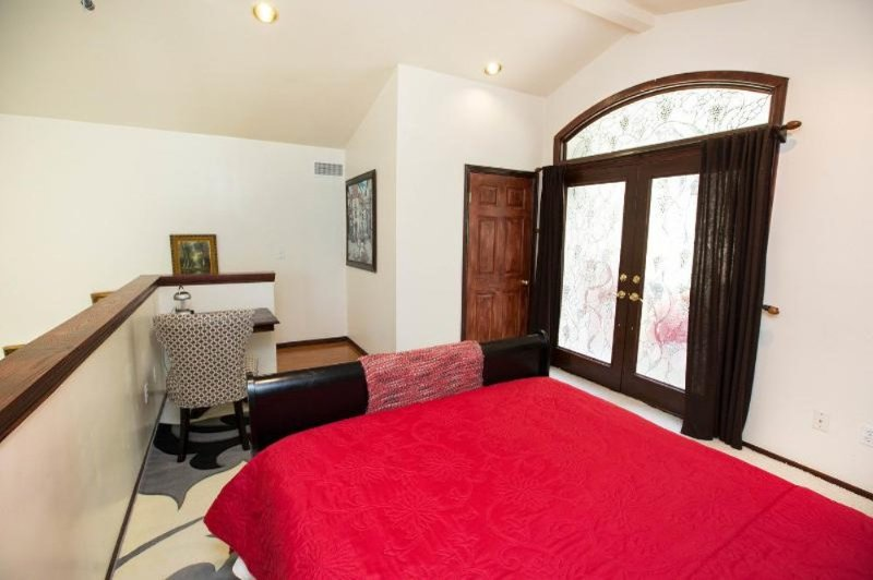 Beautiful 1 Bed 1 Bath Apartment - Image 1 - Highland Park - rentals