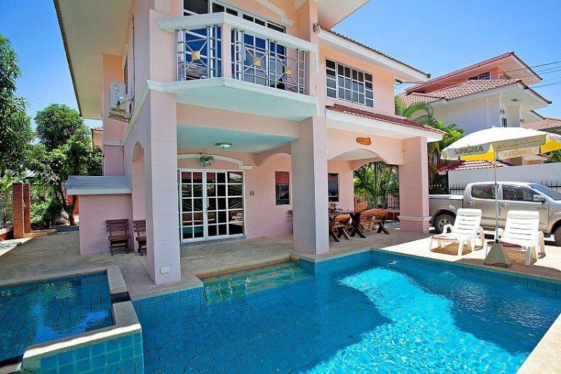 4 bed family pool villa 1km to beach - Image 1 - Jomtien Beach - rentals