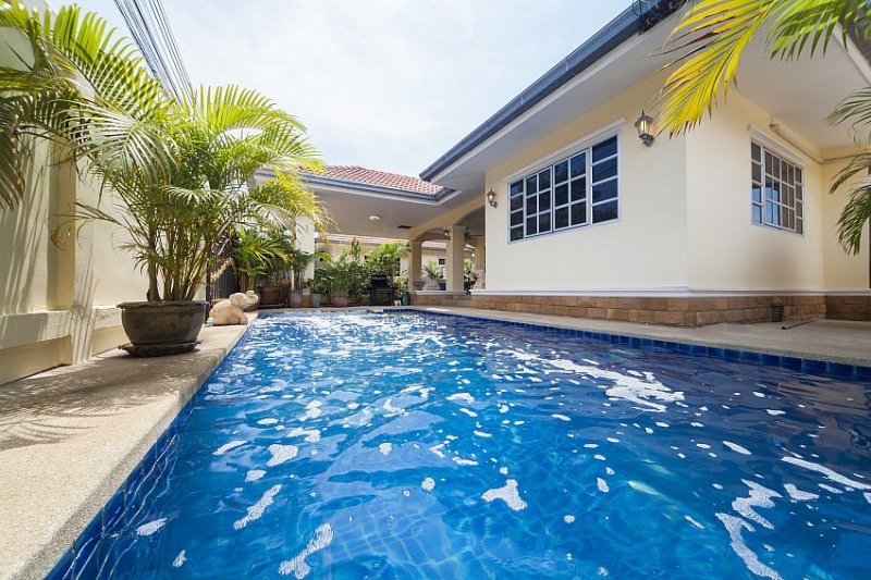 5 bed pool villa 1km to Jomtien beach - Image 1 - Jomtien Beach - rentals