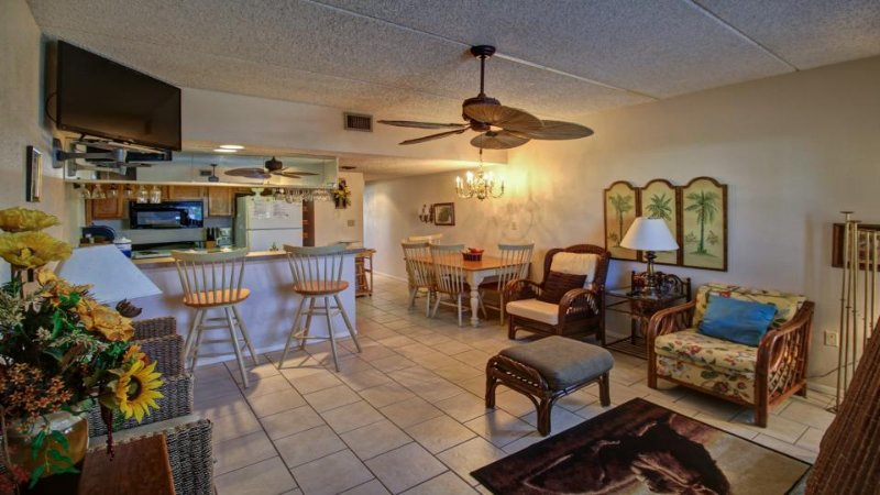 A shared pool & hot tub, across the street from beach access - Image 1 - South Padre Island - rentals