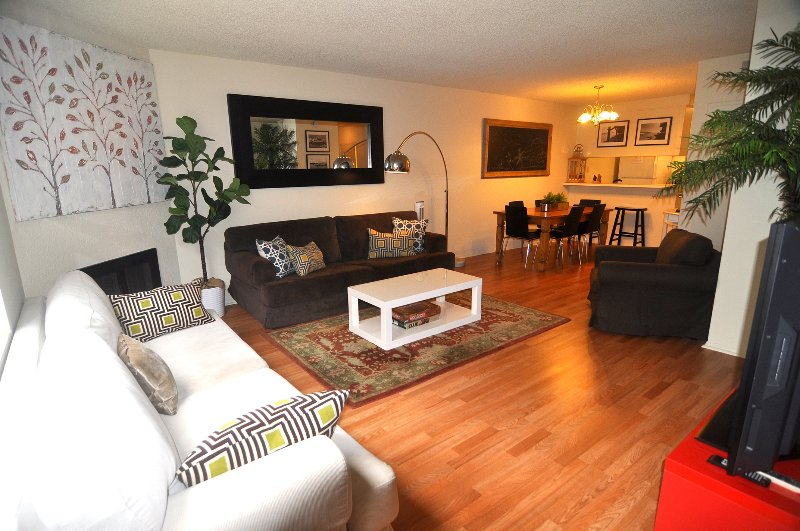 Spacious Townhouse Walk to the Pier & 3rd street - Image 1 - Santa Monica - rentals