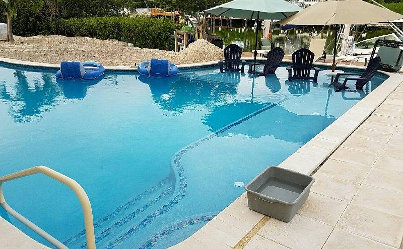 heated pool with sun shelf - Kokomo Cove Boat House - Marathon - rentals