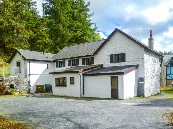 STINIOG LODGE, pet-friendly spacious cottage, cycling and walks from door, ideal for groups, Blaenau Ffestiniog, Ref. 26308 - Image 1 - Blaenau Ffestiniog - rentals