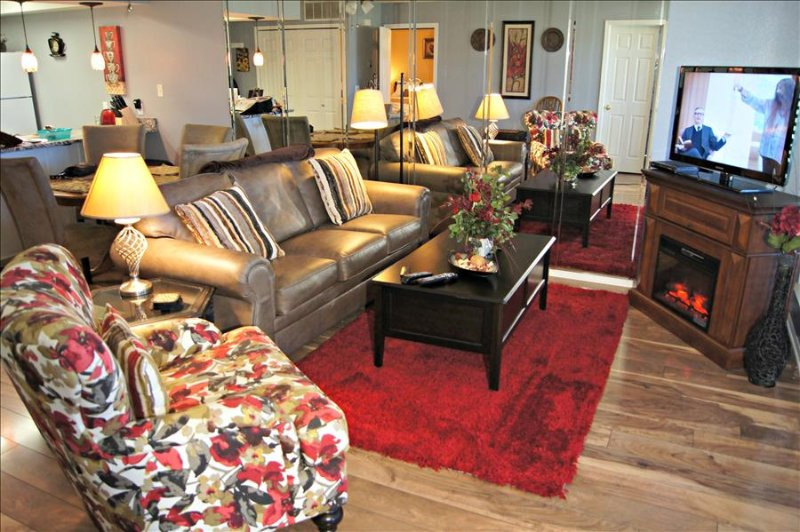 "Comfortable  Condo, Bubble Tub, WIFI, 1 King- 2 Queen Beds, Near "" The Strip"" (A-4) - Image 1 - Branson - rentals"