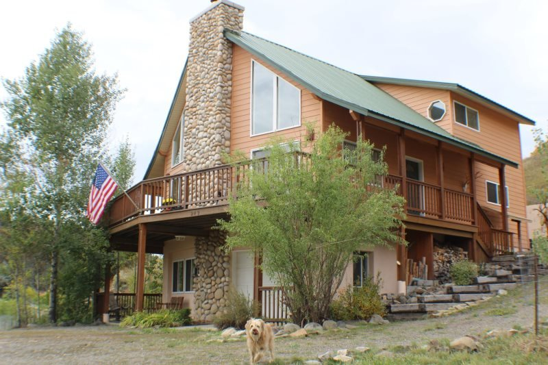 Creekside is a relaxing, pet-friendly vacation home located in downtown Pagosa Springs. - Image 1 - Pagosa Springs - rentals