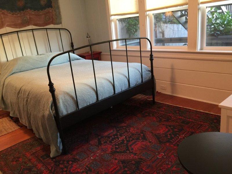 Well-Lit Garden Apartment With 1 Bedroom / Full Bathroom And Kitchen - Image 1 - Berkeley - rentals