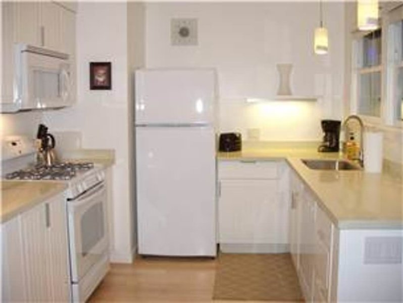 Little Yellow Beach House - Image 1 - Pacifica - rentals