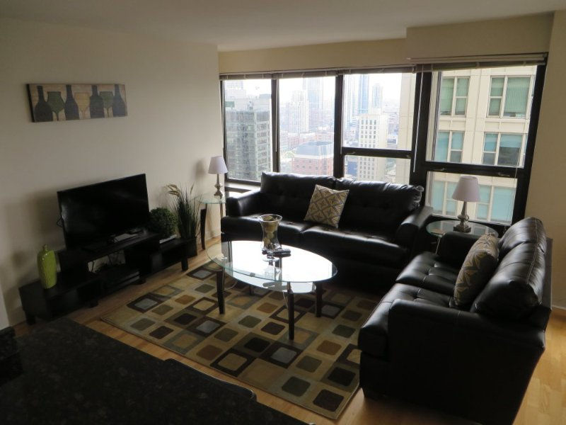 CAPTIVATING AND SPOTLESS FURNISHED 2 BEDROOM 1 BATHROOM CONDOMINIUM - Image 1 - Chicago - rentals