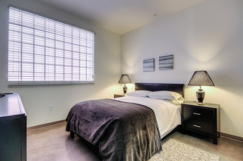 REMARKABLE FURNISHED 3 BEDROOM 2 BATHROOM APARTMENT - Image 1 - Glendale - rentals