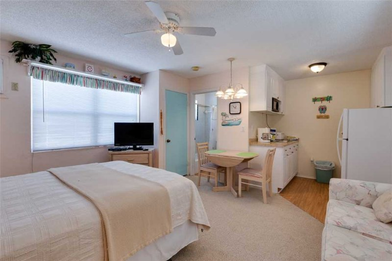Polynesian Village 11, Studio, Beach View, Sleeps 3 - Image 1 - Fort Myers Beach - rentals