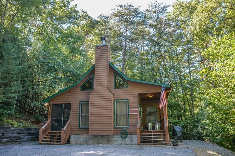 HACKERS HIDEAWAY- 2BR/1BA- PRIVATE WOODED CABIN SLEEPS 4, HOT TUB, SAT TV, GAS GRILL, GAS LOG FIREPLACE, SCREENED PORCH, AND WIFI! STARTING AT $95/NIGHT! - Image 1 - Blue Ridge - rentals