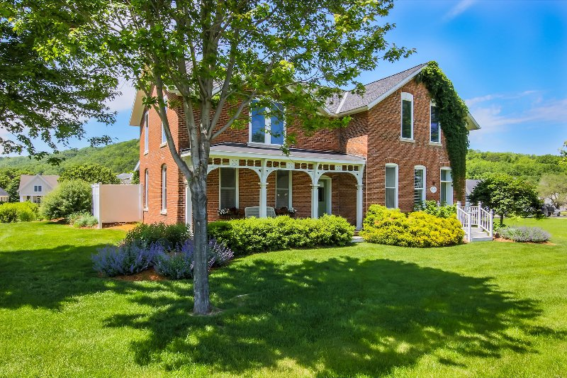 Charming Brick Farmhouse with a touch of Elegance - Image 1 - Winona - rentals