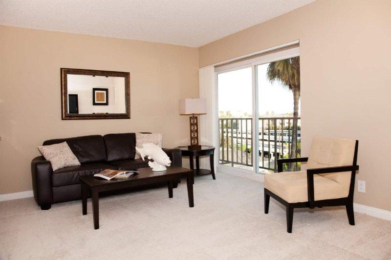 DASHING FURNISHED 1 BEDROOM 1 BATHROOM APARTMENT - Image 1 - Venice Beach - rentals