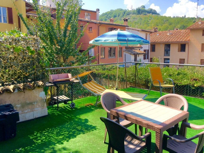 Pretty terrace with hill, garden and roof top views - Terrazza Verde. Car Unnecessary. Spoleto Centre - Spoleto - rentals