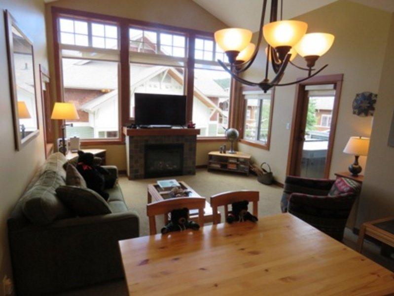 SX42Livingroom - Settler's Crossing Condos - SX42 - Sun Peaks - rentals