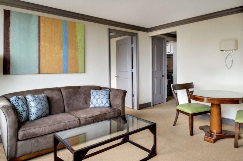 CHARMING FURNISHED 2 BEDROOM, 2 BATHROOM APARTMENT - Image 1 - Long Island City - rentals