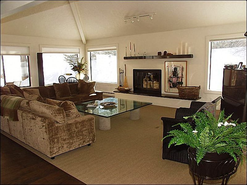Living Room - Golf course location close to the slopes! - Private Corner Unit (1264) - Snowmass Village - rentals