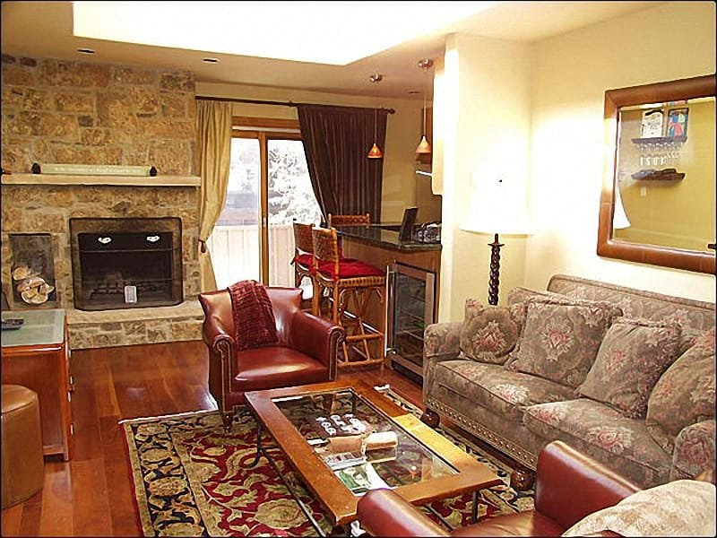 Warmly decorated living room with stone fireplace - Aspen Condo - Walk to Lifts (2609) - Aspen - rentals