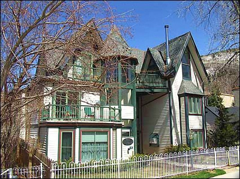 New Victorian Condo - New Victorian Townhouse - Walk to Lifts (2625) - Aspen - rentals