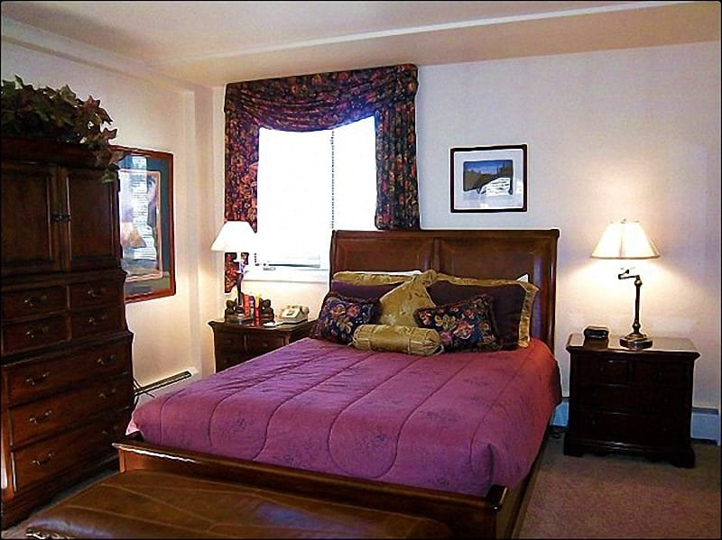 Master Bedroom with Queen Bed/Bath - Ski-in/Ski-out - Bavarian Charm (2970) - Snowmass Village - rentals