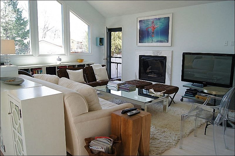 Living Room with gas fireplace, 50 inch HDTV - Golf Course Neighborhood - Great Views of Highlands, Ajax, and Buttermilk (4212) - Aspen - rentals