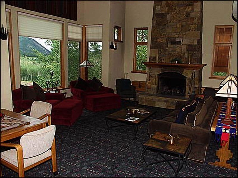 Living Room - Ski-in/Ski-out Access - Quiet location at end of Cul-de-Sac (9004) - Snowmass Village - rentals