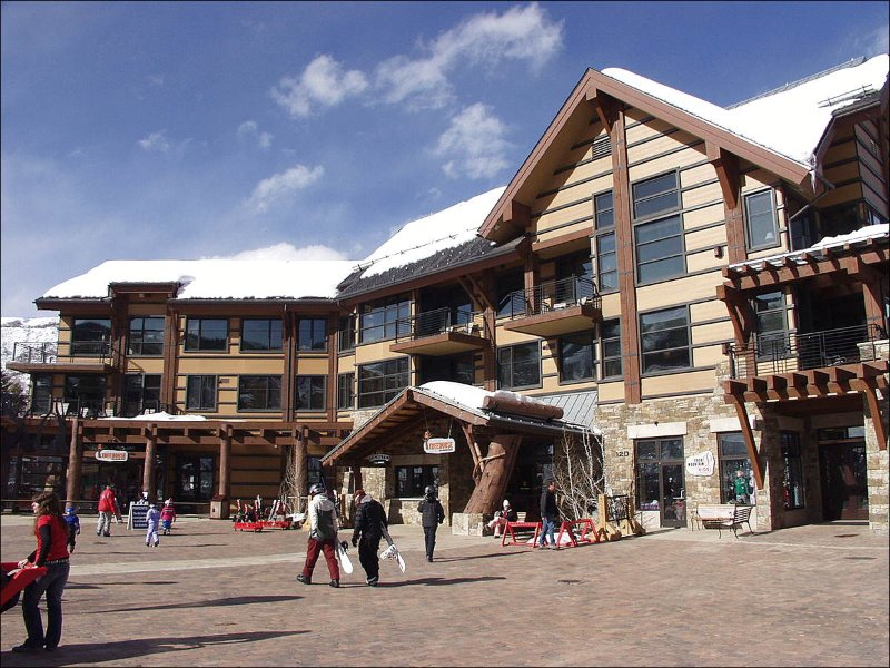 Hayden Lodge in Base Village - Corner Penthouse Unit facing slopes - Wonderful Views from wrap around deck! (9426) - Snowmass Village - rentals