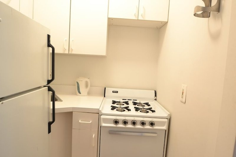 Sunny and Bright Studio Apartment in New York - Large Bathroom - Image 1 - New York City - rentals