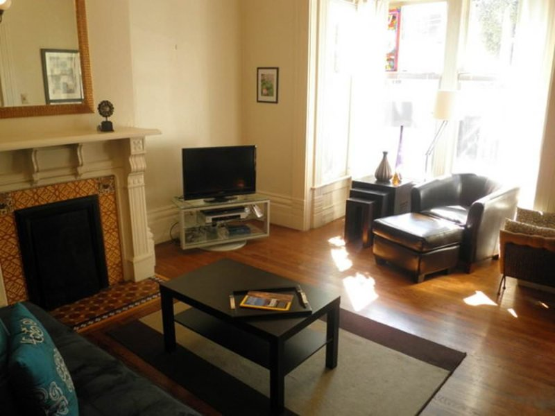 A CHARMING AND PET FRIENDLY 2 BED 1 BATH FULLY FURNISHED APARTMENT UNIT - Image 1 - San Francisco Bay Area - rentals