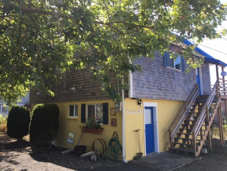 Charming, modern home w/ full kitchen, close to the beach! - Image 1 - Rockaway Beach - rentals