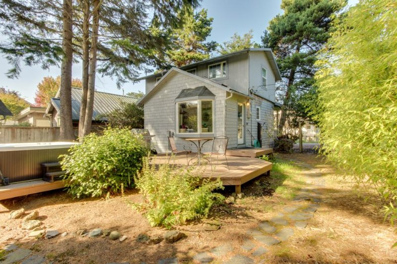 Dog-friendly home w/ private hot tub, spa, outdoor shower - walk to beach! - Image 1 - Cannon Beach - rentals