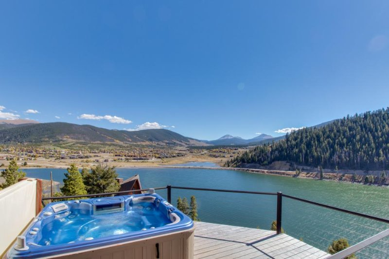 Spacious lakefront getaway w/ sweeping views, private hot tub, and shared pool! - Image 1 - Dillon - rentals