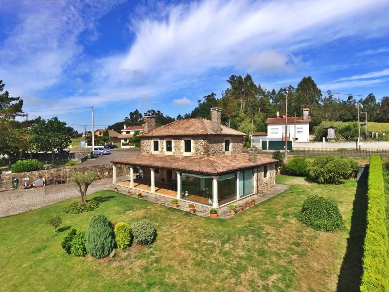 Luxury 3 bedroom villa in idyllic environment - Image 1 - Sigueiro - rentals