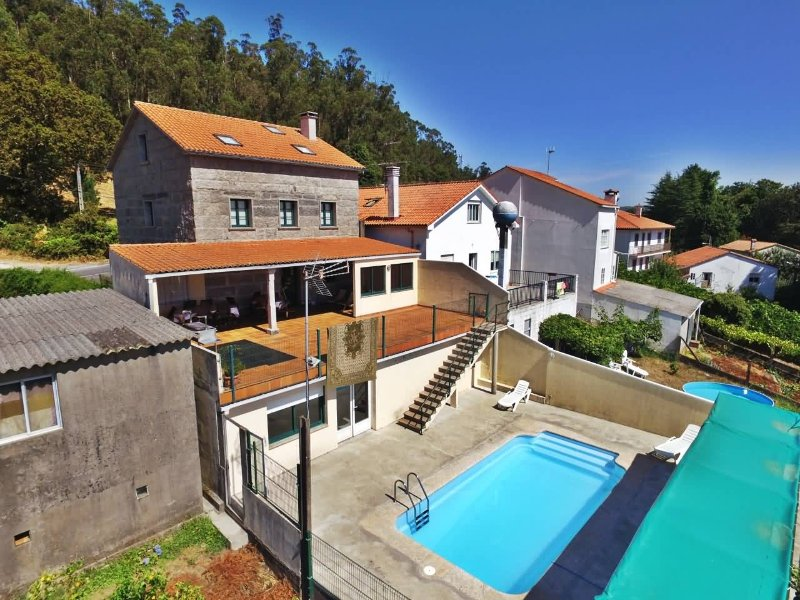 Charming, spacious house with pool and barbacue in Santiago de Compostela - Image 1 - Brion - rentals