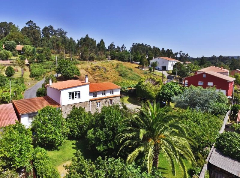 Huge comfortable holiday house in a peaceful setting near Santiago - Image 1 - Santiago de Compostela - rentals