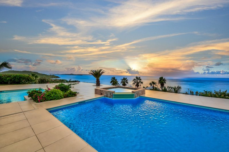 Dreamin' Blue... 4BR vacation rental villa in Happy Bay, St Martin 800 480 8555 - DREAMIN BLUE...  Gorgeous panoramic views from this stunning new villa in secluded, lovely Happy Bay - Saint Martin-Sint Maarten - rentals