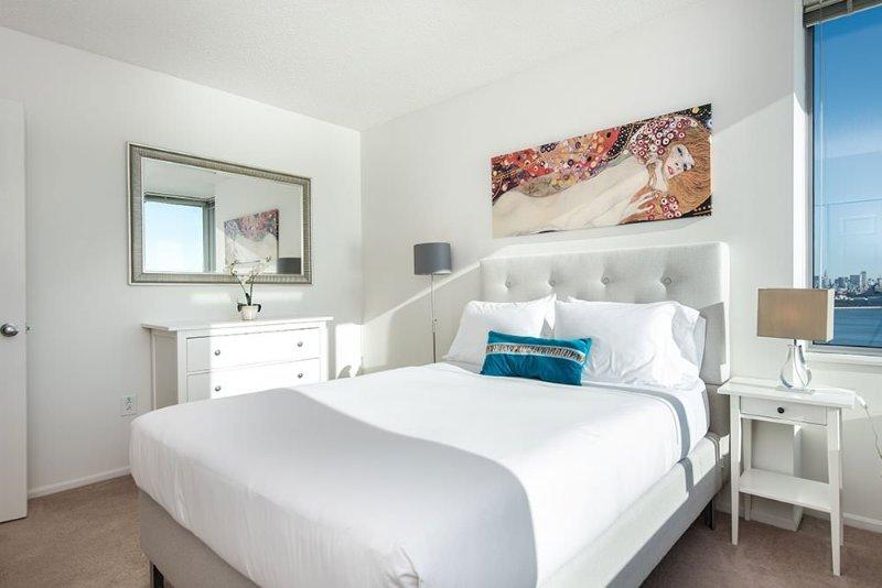 Elegant 1 Bedroom 1 Bathroom Apartment in Paulus Hook - Doorman Building - Image 1 - Jersey City - rentals