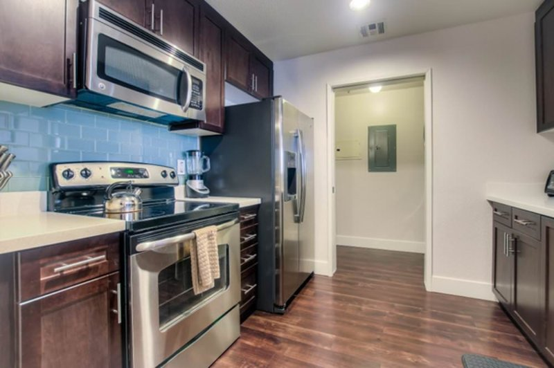 STUNNING AND BEAUTIFULLY FURNISHED 1 BEDROOM, 1 BATHROOM APARTMENT - Image 1 - Los Angeles - rentals