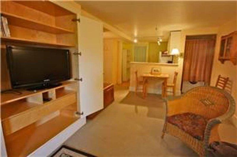 Furnished 2-Bedroom Apartment at Lyon St & Page St San Francisco - Image 1 - San Francisco - rentals