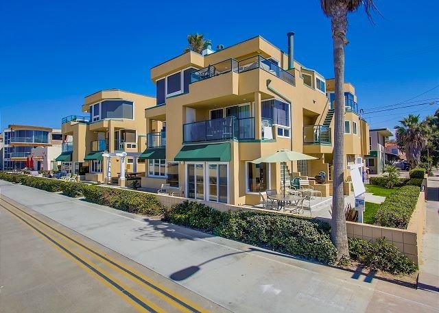 Ground Floor 2/Bed 2/Bath Ocean Front Condo - Relaxing Oceanfront Getaway- Ground Floor 2 bed 2 bath with Private Patio - Pacific Beach - rentals