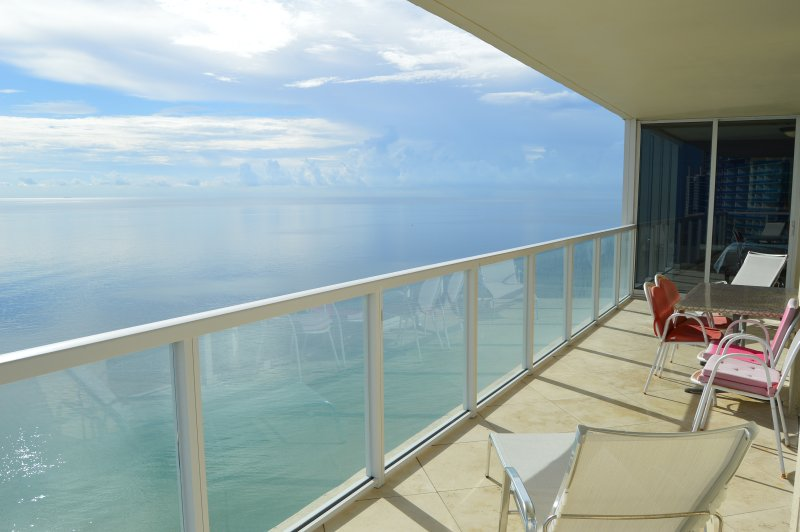 DIRECT OCEAN! MASSIVE CORNER! WOW! LARGE BALCONY! - Image 1 - Sunny Isles Beach - rentals