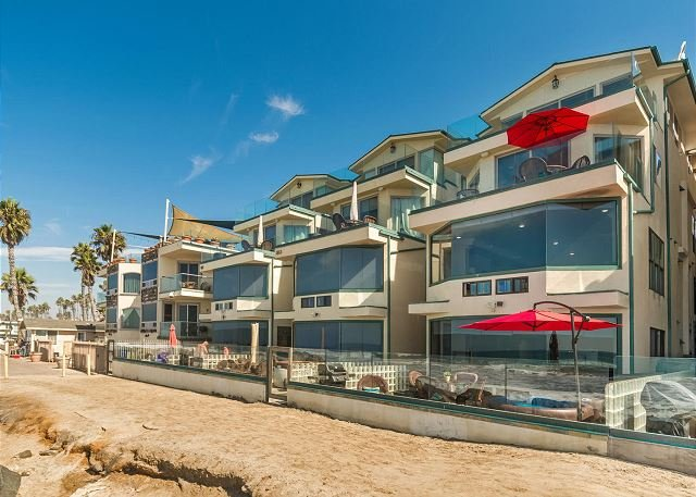 4br/4ba Luxury Oceanfront Condo, Patio, Spa, BBQ, A/C Equipped - Image 1 - Oceanside - rentals