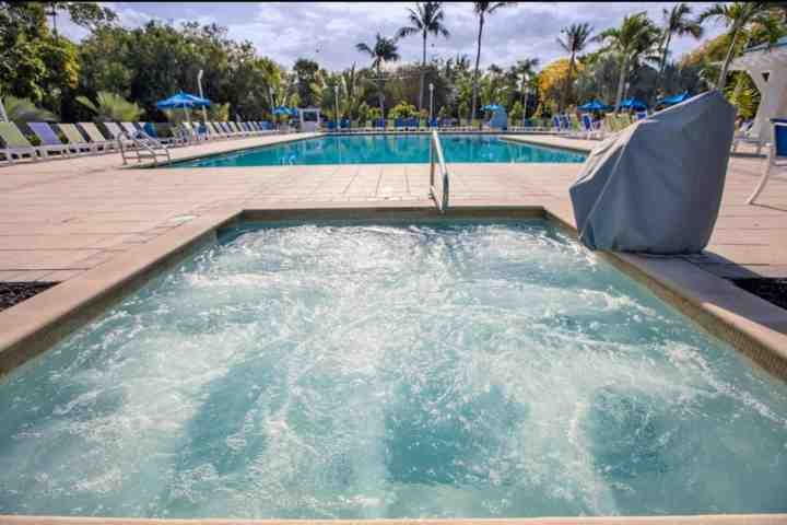Brand new 14-person jacuzzi and newly renovated pool & deck - Spacious & Beautiful Ocean View Condo with NEW POOL, Dock, & Marina - Families & Snowbirds Welcome! - Tavernier - rentals
